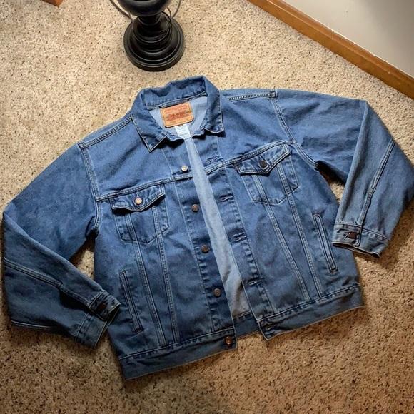 Levi's Denim/ Jean Standard Trucker Jacket- Large